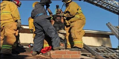 El rescate de la mujer en la chimenea
