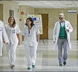El equipo médico de la auxiliar de enfermería contagiada con el virus del Ébola, Teresa Romero.