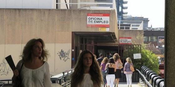 El paro andaluz sube en personas en el tercer for Oficina de desempleo malaga