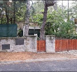 Portal del chalet de las miguelianas en El Escorial
