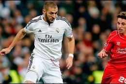 Benzema en el Bernabéu ante el Liverpool.