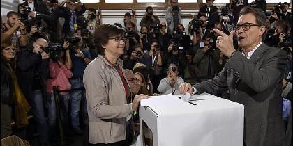 Artur Mas vota en el referéndum ilegal del 9N.