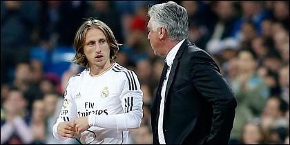 Carlo Ancelotti y Modric.