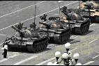 El chino que frenó sólo la columna de tanques en la Plaza de Tiananmen.