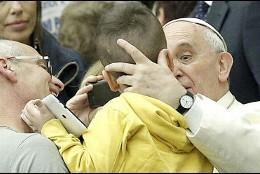 El Papa, con los niños autistas