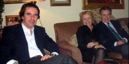 Carmen Cafranga juanto a José María Aznar y Miguel Blesa.