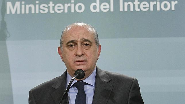 Sebasti n urbina gilipollas profesionales for El ministro de interior