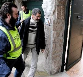 Miguel Rosendo, entrando en la sede de Orden y Mandato de Oia