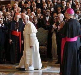 Francisco, con los embajadores