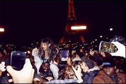 Rihanna levanta una avalancha de fans en París