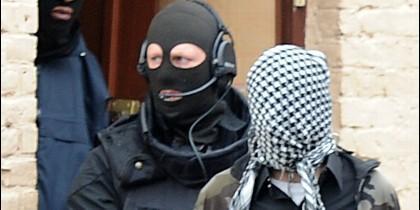 Detención de terroristas islámicos.