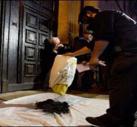 Carbón para monseñor Pérez por las inmatriculaciones