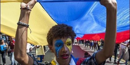 Los jóvenes de Venezuela se manifistan contra el chavista Maduro.