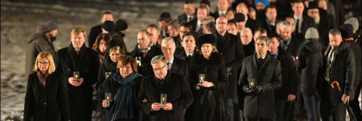 El presidente polaco, junto a otros líderes mundiales, en Auschwitz