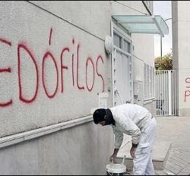 Pintadas contra los supuestos pederastas de Granada