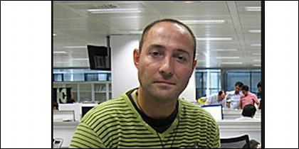 J. Becerra periodista de El Mundo.