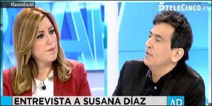 La presidenta andaluza, en una situación embarazosa.