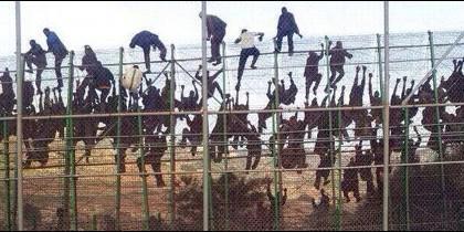 Valla Melilla emigrantes