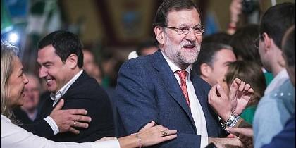 Mariano Rajoy, junto al candidato del partido a la Presidencia de la Junta de Andalucía, Juanma Moreno.