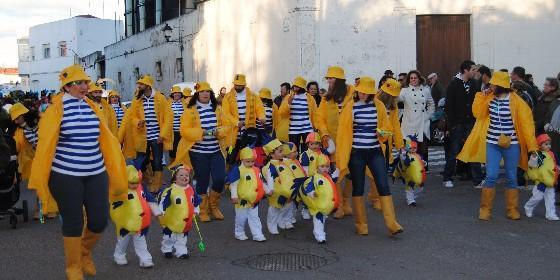 Cientos de personas celebran el carnaval en valencia de alc ntara panorama extremadura - Casas de disfraces en valencia ...