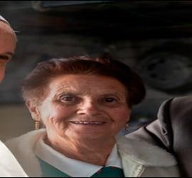 El Papa con ancianos