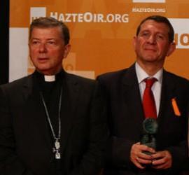 Arsuaga, junto a Martínez Camino y José Luis Restán, en la entrega de los premios Hazte Oir