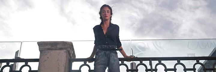 Paz Vega en el Puente de Segovia en la película 'Los Amantes Pasajeros'.