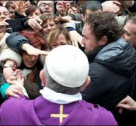 Francisco, a la salida de la parroquia de Santa Ana