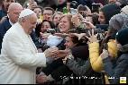 El Papa, con los laicos