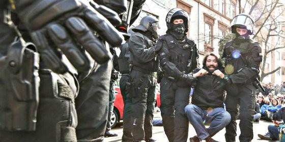 Anrtisistema detenido en los disturbios ante el BCE de Francfort.