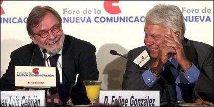Juan Luis Cebrián y Felipe González.