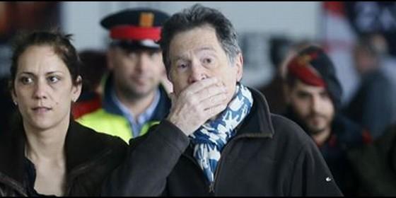 Familiares de las víctimas llegando al aeropuerto del Prat.