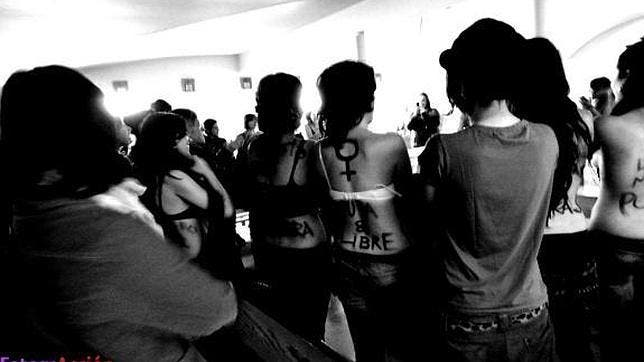 Así asaltó la novia de Errejón la capilla de la Complutense Las-feministas
