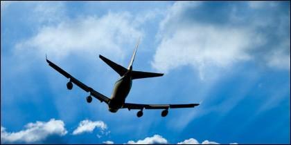 Un avión descendiendo...