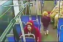 La niña en el autobús