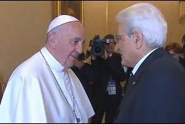 El Papa saluda a Matarella