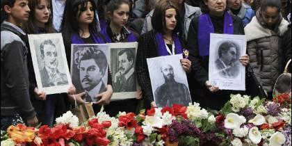 Familiares de víctimas del genocidio armenio