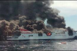 El ferry en llamas