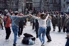 Catalanes bailando la sardana.