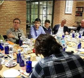Jesús Bastante y los periodistas presentes en la presentación de su libro