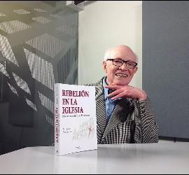 El autor y su nuevo libro