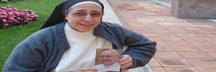 Sor Lucía Caram, con una foto del Papa Francisco