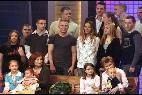 Annegret Raunigk en un programa de televisión en 2005, con su hija pequeña Lelia, que ahora tiene 9 años