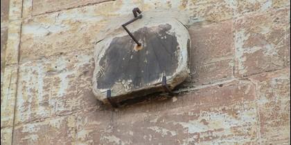 Viejo reloj de sol en Santa María de la Asunción.