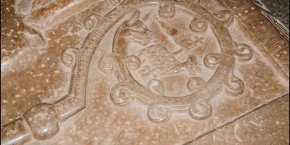 Aspecto del báculo abacial en la lauda de una de las abadesas.