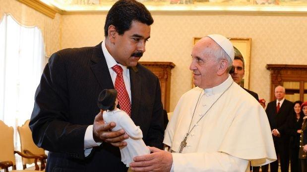 ¿Iglesia Catolica de la mano del fascismo? Papa-y-presidente-maduro