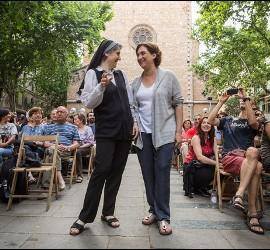 Teresa Forcades y Ada Colau