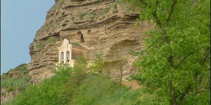 Ermita probablemente dedicada a Nuestra Señora de la Peña, en Tosantos.