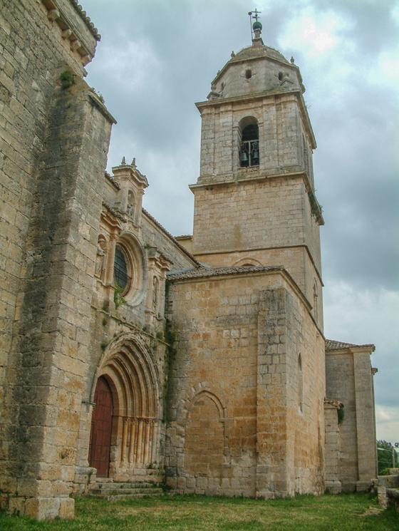 Cara sur de la colegiata de Santa María del Manzano. / Manuel Rios