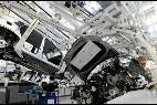 Un empleado de Volkswagen en la planta de la compañía en Wolfsburgo, Alemania